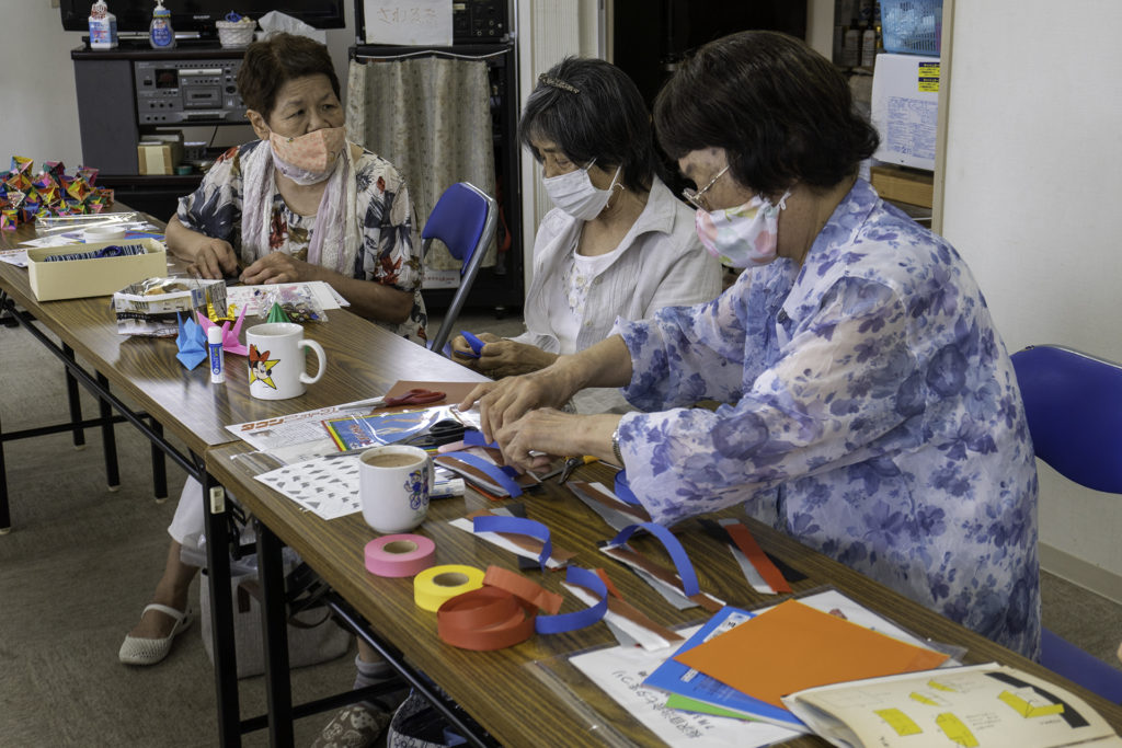 長沢自治会7/3七夕の準備(笹飾りづくり)